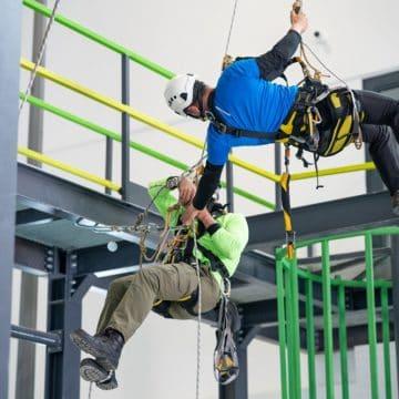 Alpinista przemysłowy – zawód wynikający zpasji