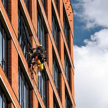 Odczego zależą koszty usług alpinistycznych?